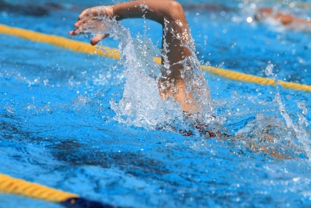 水泳のスタートで出遅れる